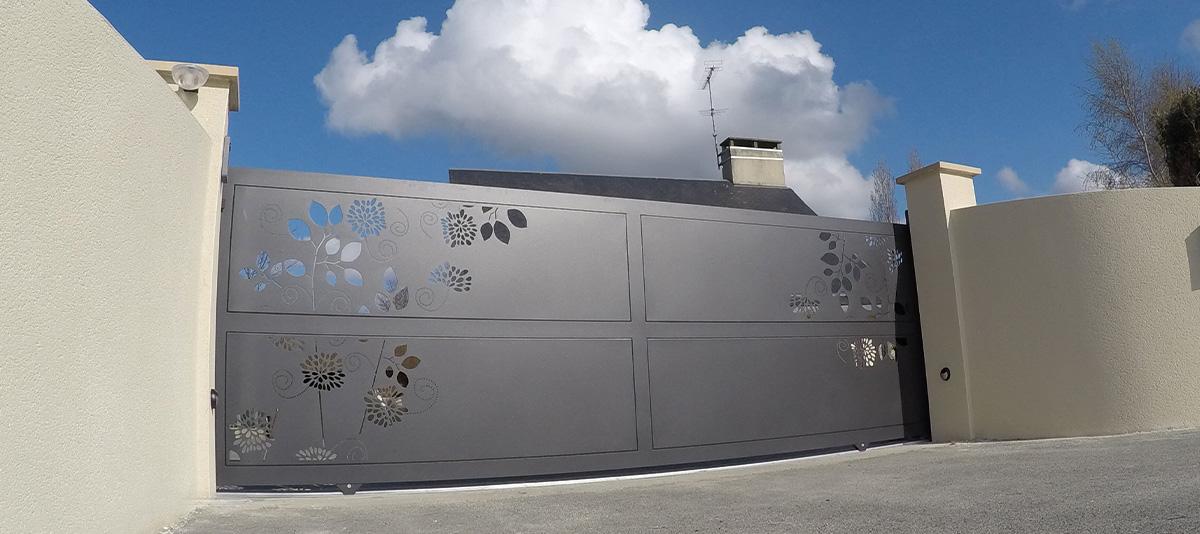 portails aluminium design clotalys fabriquant bretagne. Black Bedroom Furniture Sets. Home Design Ideas