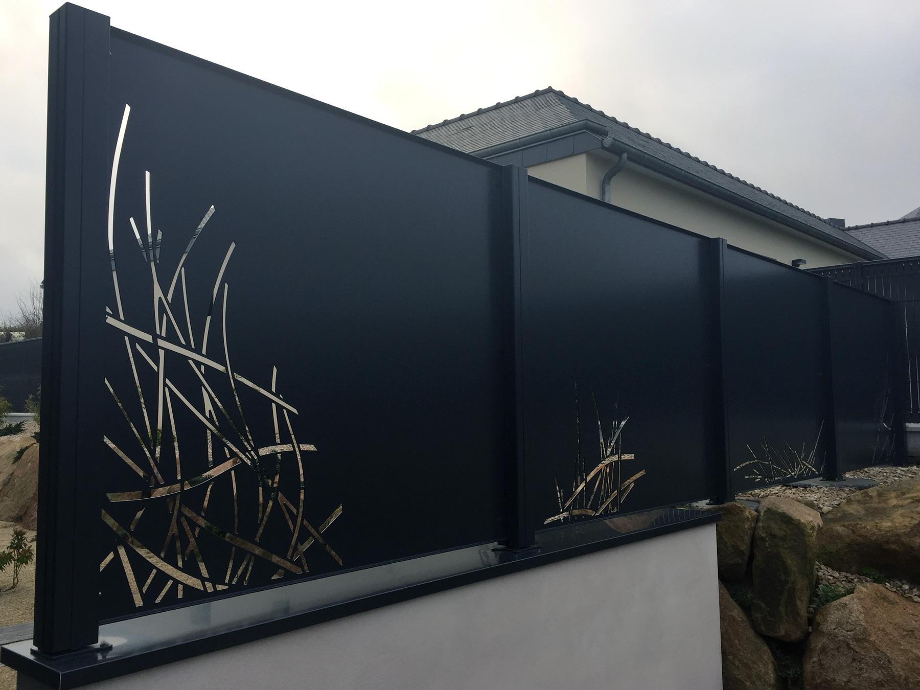 brise vue aluminium motif tribal clotalys claustras fermetures design aluminium. Black Bedroom Furniture Sets. Home Design Ideas
