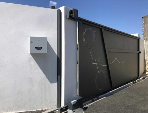 Portail aluminium coulissant 4000 x 1800 mm motif sur mesure